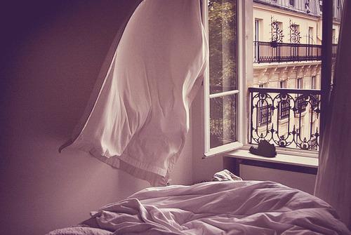 Правда ли что нельзя спать головой к окну