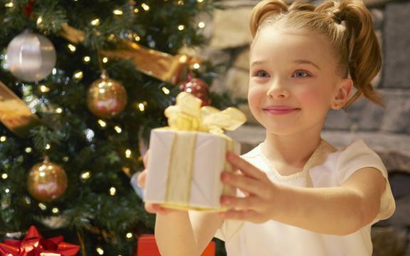 Что подарить на новый год молодой семье
