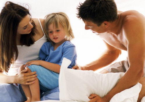 Почему ребенок писается в кровать и как с этим бороться
