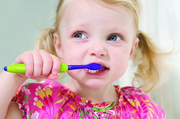 Как приобщить ребенка к чистке зубов
