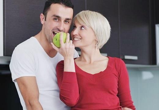 Почему молодым мужчинам нравятся женщины постарше