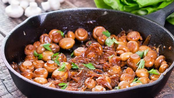 Сколько нужно жарить грибы на сковороде