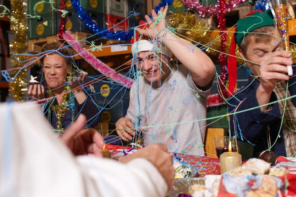 Новогодние игры и развлечения для взрослых