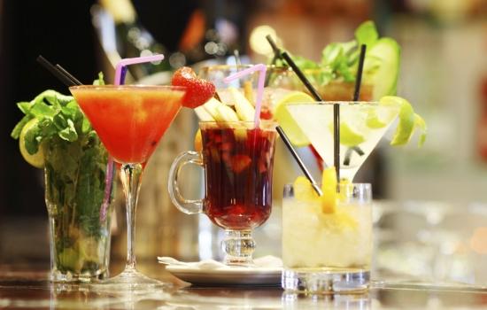 Что пить на Новый год: холодные, горячие и горячительные напитки