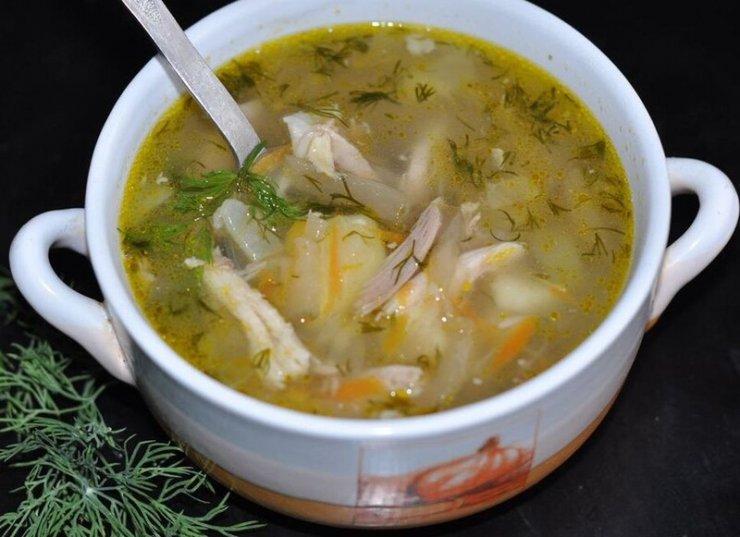 Суп рассольник с рисом солеными огурцами и курицей