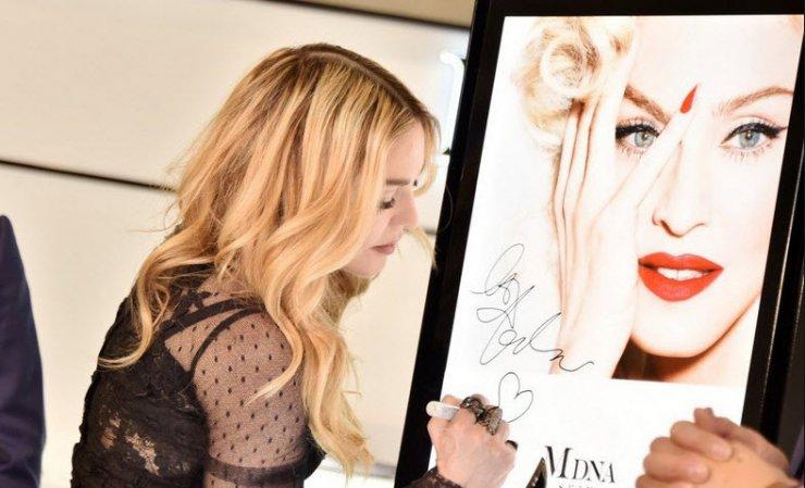 Мадонна запускает косметику MDNA Skin