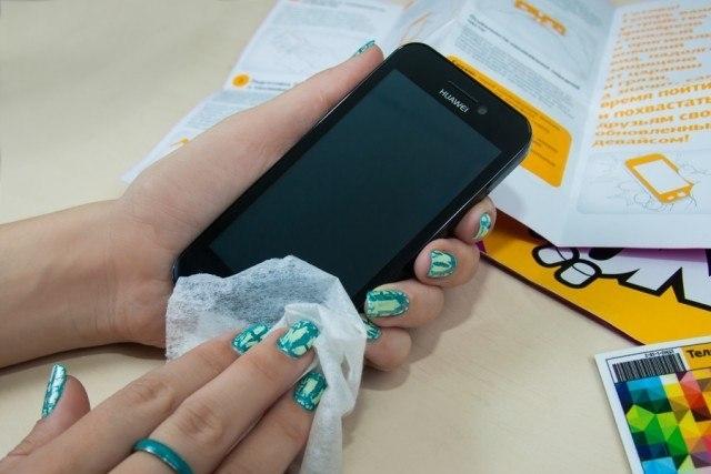 Как почистить экран телефона от царапин в домашних условиях