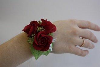 Роза из холодного фарфора на запястье