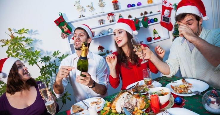Шуточные задания для гостей за столом на Новый год 2018