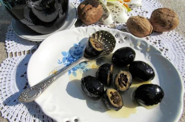 Варенье из зеленых грецких орехов по-армянски