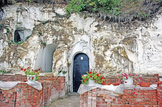 Белогорский пещерный монастырь