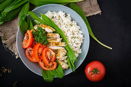 Салат из дикого риса с курицей