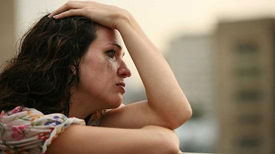 женщина плачет из за измены