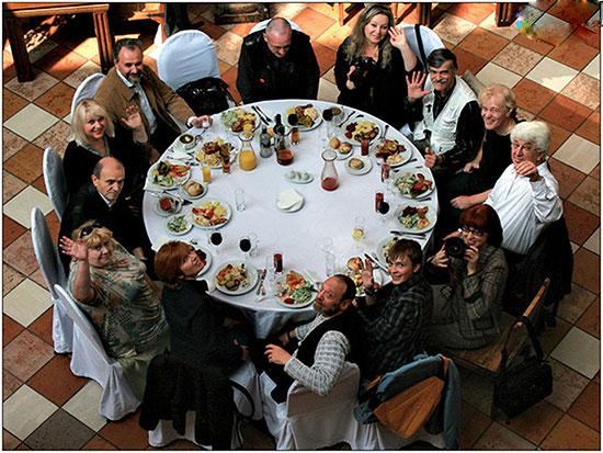 Примета «13 человек за столом»