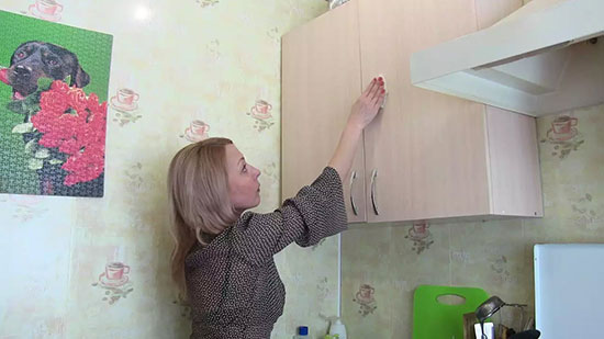 Как отмыть пластиковую кухню от жира