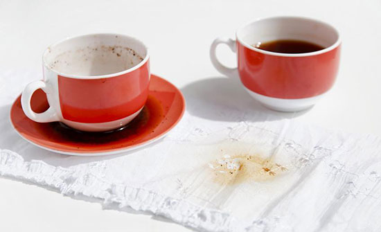 Избавляемся от чайных пятен с белой одежды