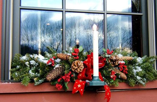 новогодние Свечи на подоконнике