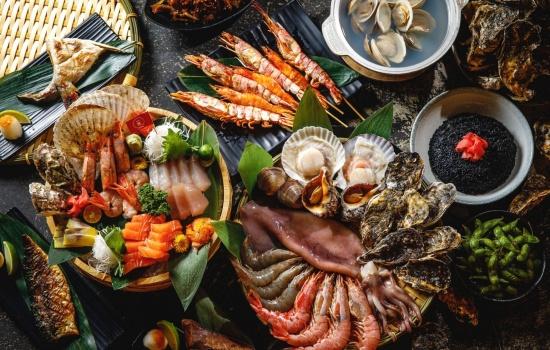 Новогодний стол из морепродуктов