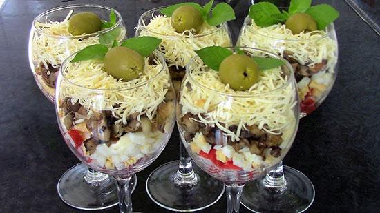 Коктейльный Порционный салат с грибами