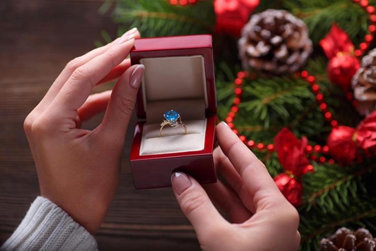 ювелирное украшение для жены на новый год